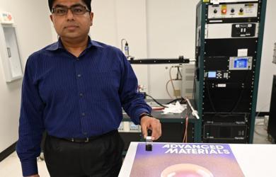 Vật liệu nanokhô ráo dù ngâm dưới nước nhiều giờ